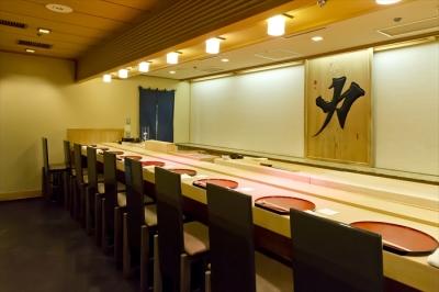「赤坂見附駅」「永田町駅」の2駅利用可!駅から徒歩3分の好ロケーションで、日々の通勤もラクラクです。