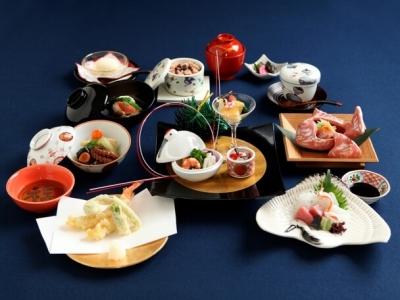和食の幅広い知識と技術を身につけませんか。器にもとことんこだわり抜いた、本格日本料理をご提供中。