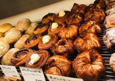 予約でほぼ売り切れる食パンを始め、200種類のパンをラインナップ。
