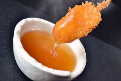 """「ぎん庵」の串カツは、吉野葛でとろみをつけた""""お出汁""""で食べていただく新しいスタイル"""
