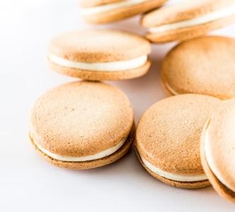 生菓子から焼菓子、さらにウェディングケーキなど幅広い製造に携わっていただきます。