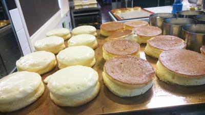 中はしっとり、ふんわりと焼き上げるスフレパンケーキが人気。シェフの技術を覚えるチャンスです!