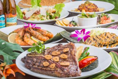 フードメニューは「Tボーンステーキ」や「NYステーキ」ほか、グリル料理も多数