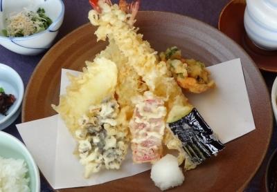 慶事・法事での会席料理はもちろん、リーズナブルな天ぷら定食など、ランチにも力を入れています。