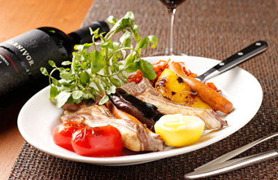 ワールドワイドな知識と技術を兼ねそなえた料理人へと成長していくことができます。