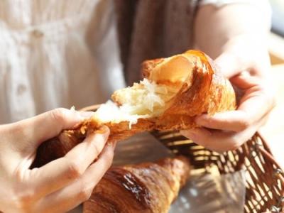 メディアにも頻繁に取り上げられる自慢のクロワッサンはじめ、60種類以上のパンをお届けしています