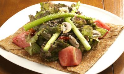 旬の野菜を使ったガレットは女性のお客さまからも好評!