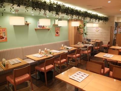 カウンター席メインのサンマルコですが、神戸店はテーブル席のみ。地域性に合わせ、スタイルを変えることも