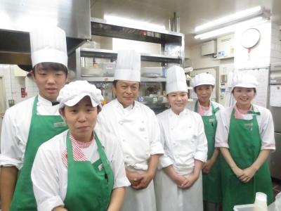 ホテル経営で長年培ってきたノウハウを活かし、和洋中の手作りメニューを提供しています。