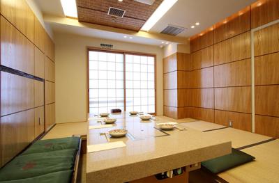 京都市内で展開する馬肉料理専門店、もしくは完全個室の和食店で、キッチンスタッフを募集します。