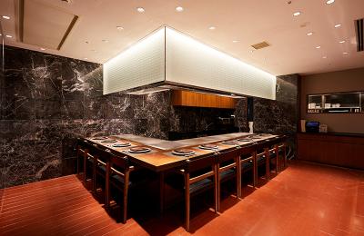 お客さまの目の前で調理をお店するカウンター席あり◎