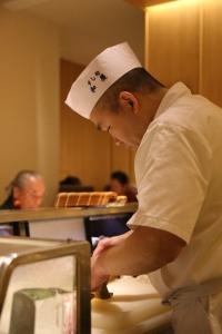 著名人や飲食店のオーナーなど舌の肥えたお客様を多く抱える人気寿司店。一生ものの技を身につけませんか?