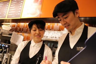 最短3年で複数店舗を統括するSVになったスタッフもいます。