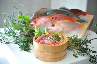 PORTO石垣島では、石垣初オーダー形式のオリジナル海鮮丼の調理提供をお任せします