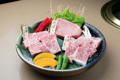 地元・和歌山県産の「熊野牛」や「紀州和華牛」など、こだわりのお肉が楽しめる焼肉店。