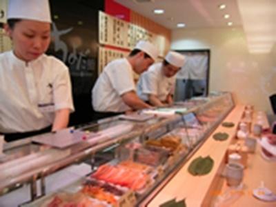 国内外で200店舗を展開する寿司店で、店長をめざしませんか。