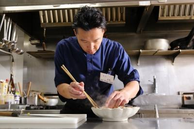 店内調理にこだわり、本格和食を提供いたします。