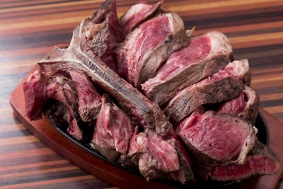 大阪・心斎橋のワイン&イタリアン肉バルで店長候補としてご活躍を◎