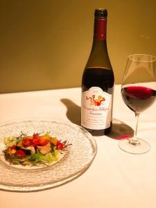 料理に合う豊富なワインは、ソムリエが100種類・600本ほど用意しています。