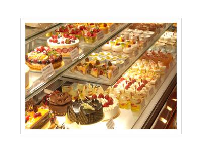 厳選された素材と季節のフルーツをふんだんに使ったケーキは、たくさんのお客様に愛されています。
