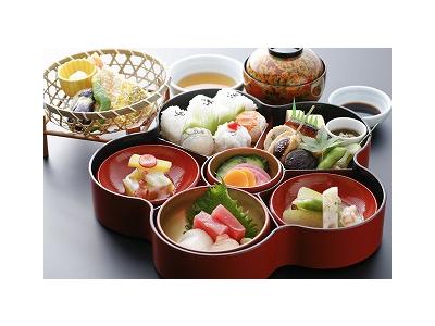 四季折々の旬の食材をつかった、会席料理やお弁当、お寿司などをご提供しております。