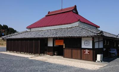 築130年のかやぶき民家を改装したお店です