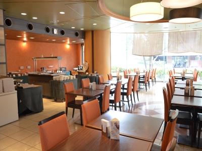 大阪市内に展開するホテル内の「ステーキとハンバーグ専門店」で、料理長をめざしませんか。
