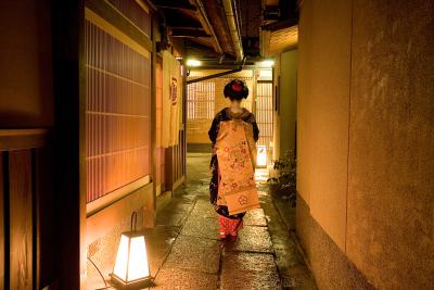 舞妓さんを呼んで華やかな宴席も☆ゆったりとした風情ある京町屋で料理人としてのキャリアを積めます◎