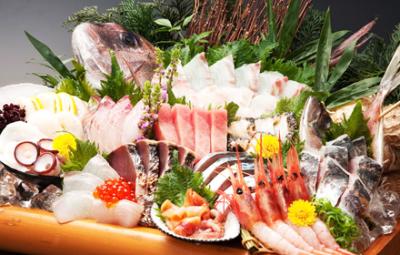 新鮮な魚介類を使った料理が自慢!海鮮居酒屋、計2店舗でキッチンスタッフを募集します。