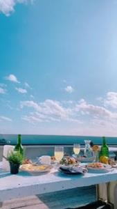 トロピカルなスイーツに沖縄料理&異国のビール。リゾート気分と石垣ブルーを堪能できるカフェ◎絶景を眺めながら非日常を楽しみませんか?週4~6日からの勤務OKです!