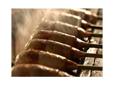 メニューには、自社契約養鶏場で大切に育てられた伊達小金鶏を使用しています