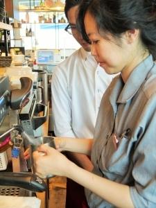 カフェレストラン、パティスリー、マーケット等、あらゆる業態が凝縮されているお店です。