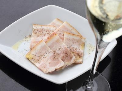食べ放題の『自家製ベーコン』は、常連さんにも人気の逸品。