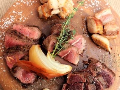 肉の知識はもちろん、バルとして幅広い料理をお出ししているので、調理技術もアップしますよ。