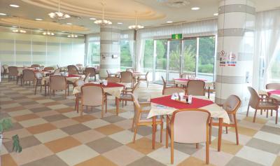 開放的なレストランでは、和洋中をご提供。どの経験も活かせます!