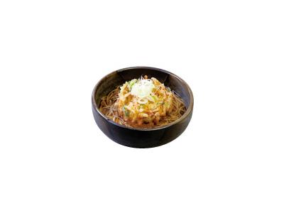 天ぷら、蕎麦だけでなく、アルコールや手仕込みのおつまみも用意し、チョイ飲みにも対応しています