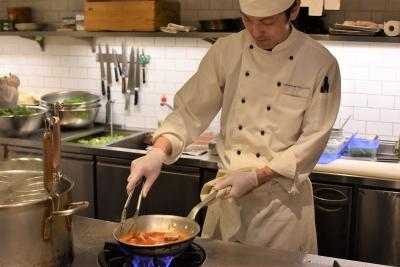 食のセレクトショップとしておなじみの『DEAN & DELUCA』では、調理スタッフを募集。
