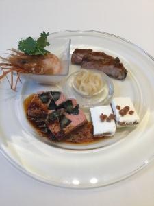 伝統的な四川料理に現代のエッセンスを加えた料理はコースのほか、アラカルトでも楽しめる。