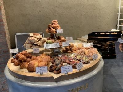 当社では、トリュフをはじめとした高級食材、めずらしい食材なども取り入れて、お客様の喜ぶパンを追求。