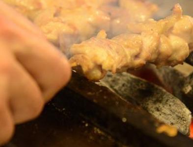 1本1本店内で丁寧に串打ちをを行い、備長炭で焼き上げたこだわりの串焼きです!