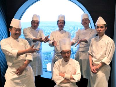 大阪のランドマークのひとつ「梅田スカイビル」にある2つのレストランで、調理スタッフを募集!