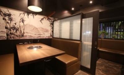 店内は9テーブルあり、4人のスタッフで担当するので、落ち着いてお客様をおもてなしいただけます!