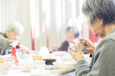 奈良市にある『特別養護老人ホームサンタ・マリア』で、調理スタッフを募集します。