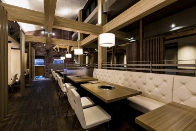 東京都内13店舗!高級焼肉チェーン店でのホールスタッフ募集です。飲食店勤務経験が活かせます◎