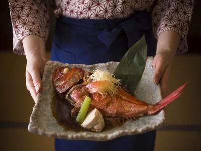 当旅館人気No.1のオリジナル料理「金目鯛のあたみ煮」。これからも新しい料理を開発していきます。