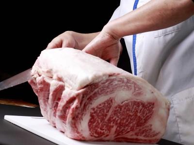 創業から40年以上の歴史を持つ精肉加工の技術や調理・知識を身につけ、肉のスペシャリストになりましょう