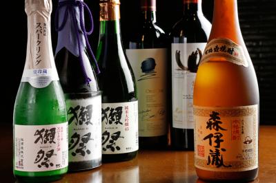全国各地の日本酒や焼酎、世界各国のワインもとりそろえています。