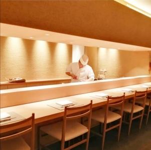 西麻布の閑静な住宅街に佇む、看板のない日本料理店「常(とわ)」でホールスタッフとして働きませんか?