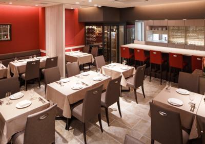 オーセンティックな料理を提供するイタリアンレストラン。何十年も変わらず愛されるお店を目指しています。