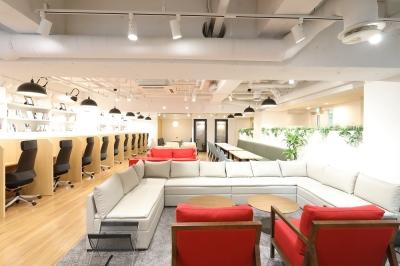 新宿駅からのアクセスもバツグンのコワーキングスペース×カフェが誕生!※写真は既存店